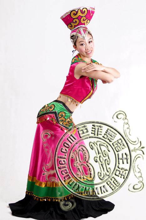 粉色黑花边 彝族舞蹈