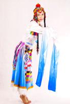 蓝白渐变藏族服装