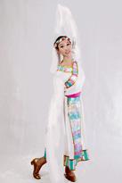 白色长款 藏族服装