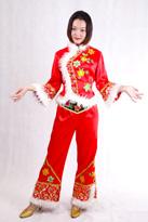 红色白毛边 汉族服装