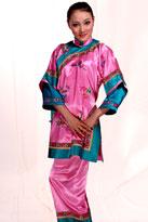 粉色绣花戏曲服装