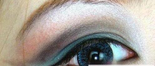 夸张欧式眼影画法