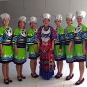 大气华丽的苗族彝族舞蹈服装