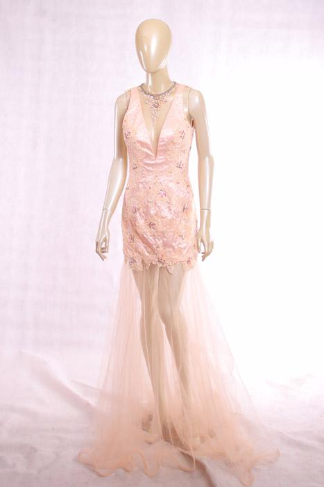 淡粉色礼服